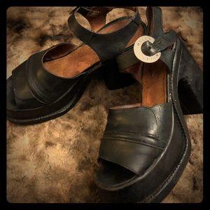 90s Vintage Molt Black leather Platforms Chunky